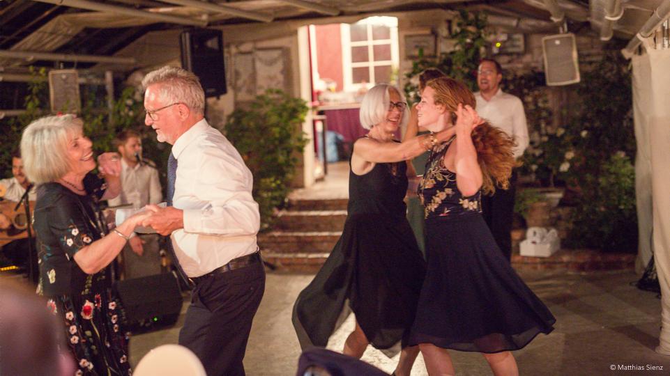 Party und Tanz mit Jung und Alt